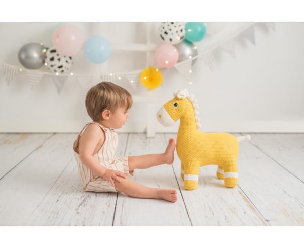 Crochetts Pferd MAXI gelb Kinder